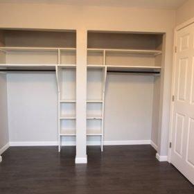 apts on fifth model closet built in